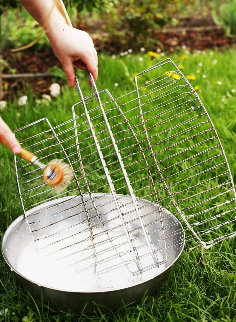 How to Clean a Flat Top Grill? how to clean a griddle grill, cleaning gates using brush
